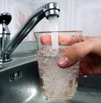 вода из под крана, лучше любой покупной газировки и дешевле.
